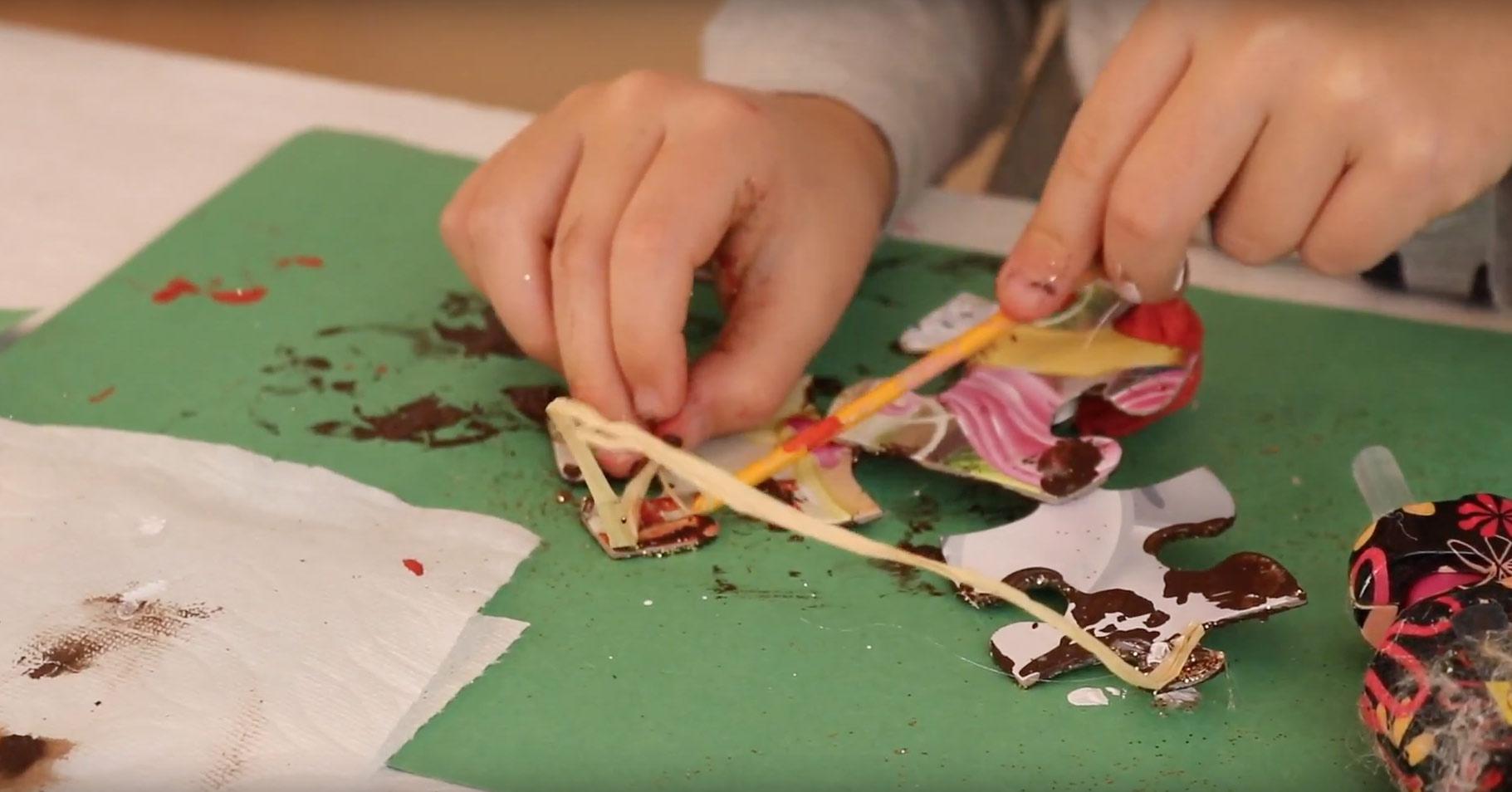how-make-puzzle-reindeer-ornament-glue-raffia