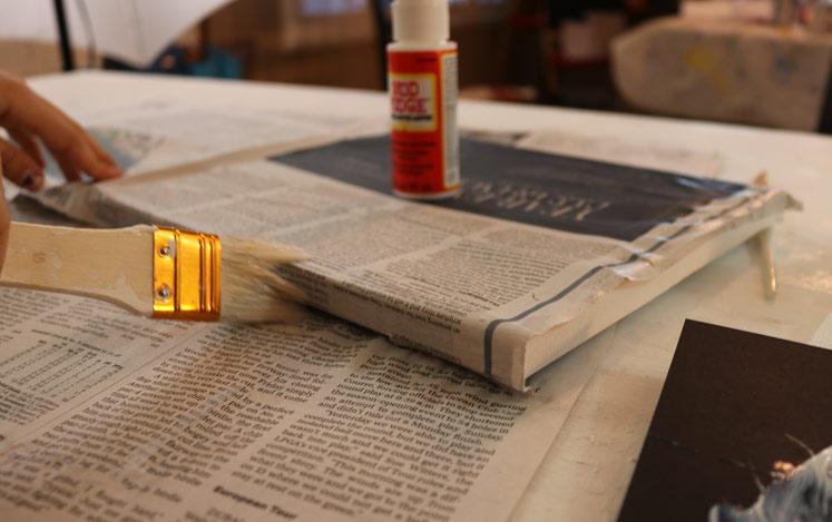 mod-podge-edges-newspaper-canvas