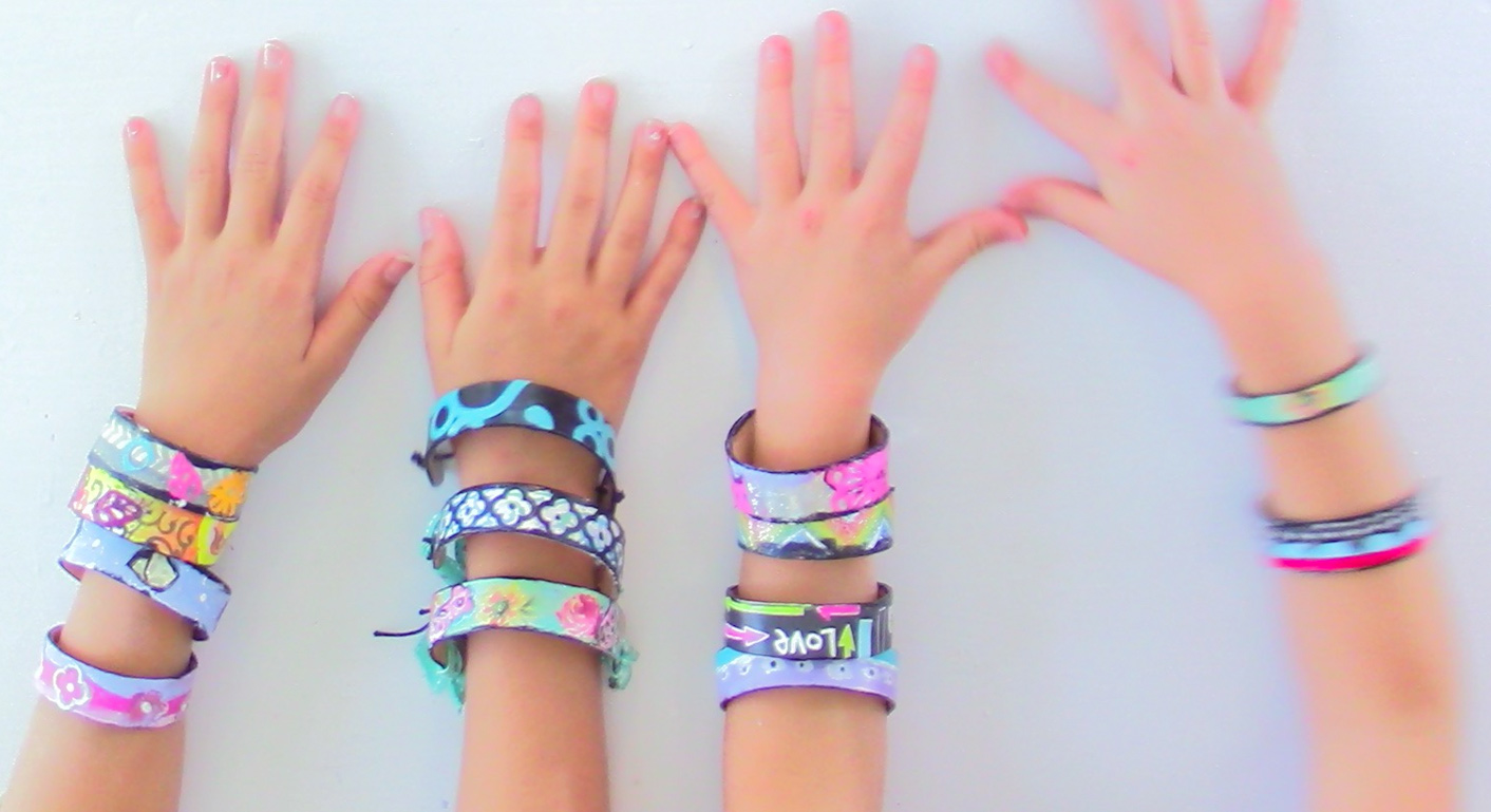 popsicle-stick-bracelet-diy-jewelry-kids-craft