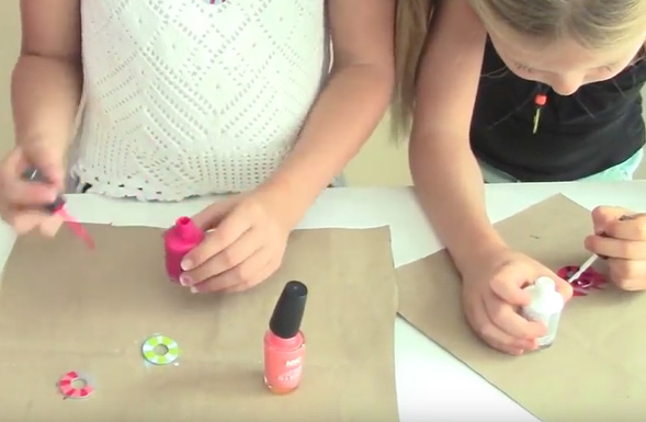 nail-polish-washer-necklaces-kids-crafts