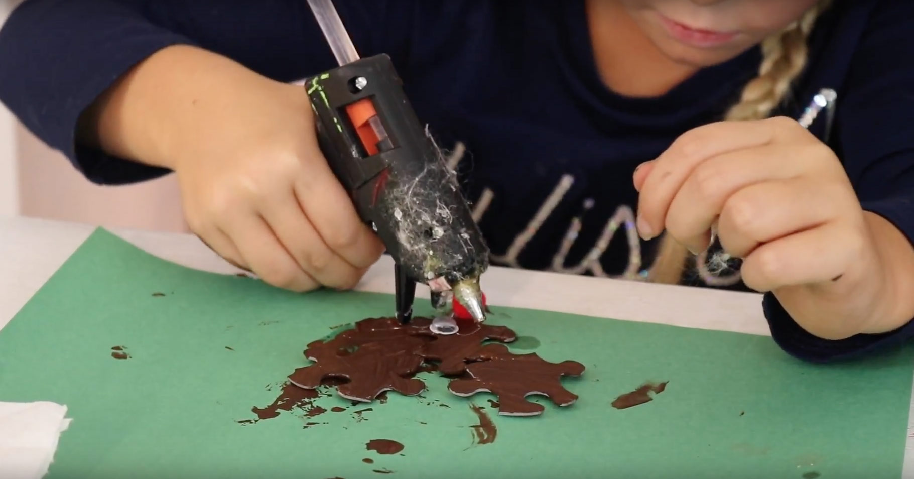 how-make-puzzle-reindeer-ornament-glue-googly-eyes