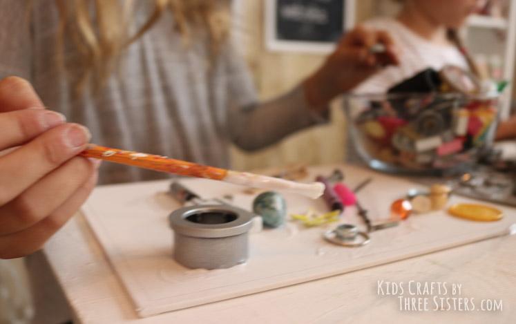 kids-mixed-media-art-glue-junk-canvas