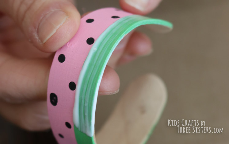 craft-stick-bracelet-spread-glue
