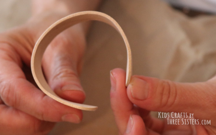 popsicle-stick-bracelet-craft-stick