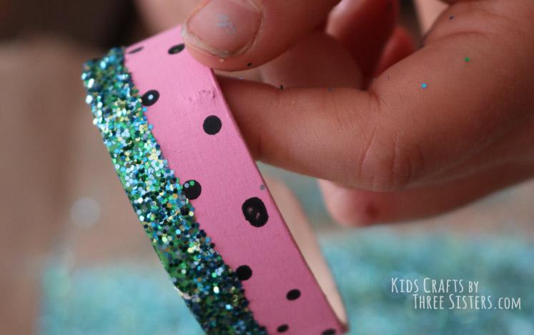 popsicle-stick-bracelet-glitter